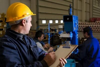 Минтруд России разъяснил порядок прохождения работниками обучения по охране труда и проверки знаний требований охраны труда